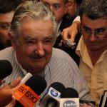 Mujica enfatizó convocatoria a la unidad nacional en visita al Parlamento