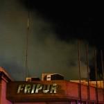Depósito de aceite y cartón tomó fuego en Fripur, luego de unas fuertes explosiones
