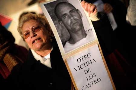 Mujer-protesta-por-muerte-de-Wilmar-Villar-AFP-