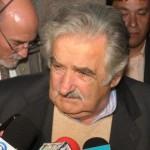Mujica debe jugar sus mejores cartas para que los docentes acepten la reforma educativa