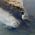 El volcán Etna entró en erupción y obligó a suspender el tráfico aéreo