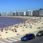 Decadencia en la calidad de emblemática playa Pocitos divide a la IM y los vecinos