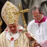 """""""Un papa rodeado de lobos"""": documentos y cartas secretas del Vaticano complican al Sumo Pontífice"""