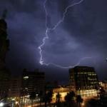 Famosa: la tormenta eléctrica de anoche en Montevideo, se esparció por todo el mundo