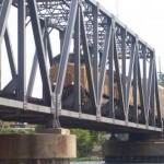 Robaron un puente ferroviario de diez toneladas a la salida de Praga