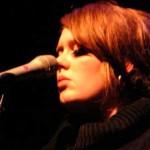 Adele sigue ecabezando los charts
