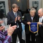 """Mujica a Blatter: """"Organizar el Mundial 2030 es causa nacional que compromete a todos los uruguayos"""""""