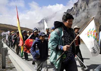 Marcha indígena contra  la construcción de una carretera