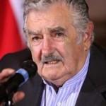 """Mujica: Uruguay reinvindica el tendido de """"otros puentes"""" por fuera del Mercosur"""