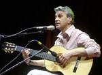 Caetano cumple 70, miles lo homenajean