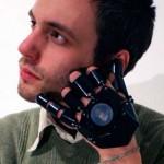 Llegan a Europa los guantes del Inspector Gadget con teléfono incorporado
