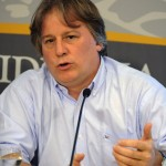 Ministro Lorenzo asegura que no habrá cambios tributarios