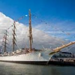 Detienen fragata argentina en África con 8 marinos uruguayos a bordo