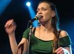 Cantante Fiona Apple pospone gira sudamericana para cuidar a su perra
