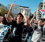 Parlamento griego aprobó nuevo plan de ajuste, pese a masivo rechazo en la calle