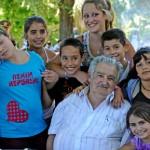 Mujica invitó a almorzar en la casa presidencial a niños del INAU, ancianos del Piñeyro y pacientes del Vilardebó para brindar por la Navidad