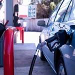 Desde la medianoche de este jueves rige una rebaja del 2% en los combustibles