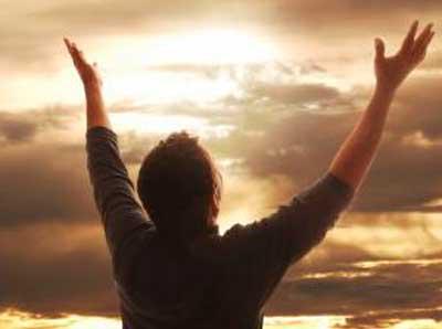 Langsam trцpfelte es, doch ich schьtz mich nicht, ich Lauf weiter es bedrьckt mich nichts Hombre-rezando-movementsofgnostics.com_