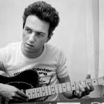 Granada quiere dedicar una plaza a Strummer, el cantante de los Clash