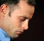 """Pistorius agradece a quienes """"rezan"""" por él, tras su liberación bajo fianza"""