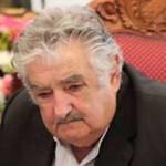 Mujica llegó a Montevideo en la madrugada, luego de rendir homenaje al Presidente Chávez
