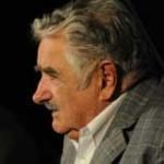 Mujica replantea regulación de los medios de comunicación