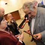 """Autoridad y poder: José Mujica es galardonado con el """"Makila"""", bastón de mando del país Vasco"""