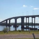 """Bagayeros cortan  puente en Paysandú por """"Cero kilo"""" y piden reunión con Mujica"""
