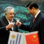 Mujica firma siete acuerdos en China, hoy viaja a Europa buscando nuevos logros