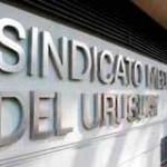 Topear salarios médicos: SMU enfrentado a sindicato de funcionarios de la salud