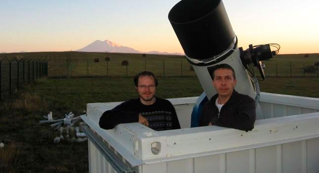 Vitali Nevski y Artyom Novichonok descubrieron el cometa ISON