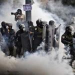 Protestas, detenidos y gases lacrimógenos, en vísperas del día nacional de Perú