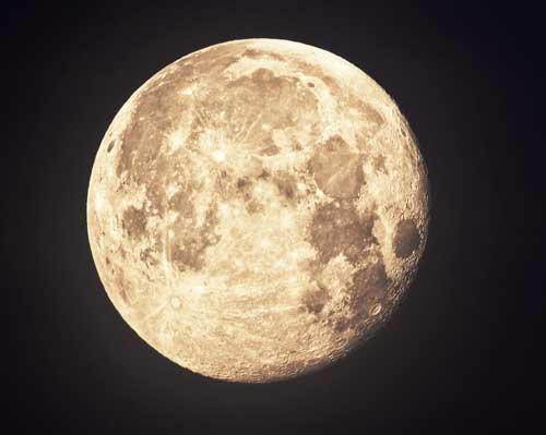 """""""Luna de fresa"""" en viernes 13 Moon"""