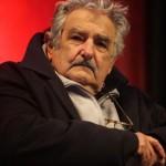 Mujica asegura que desde 2005 el salario docente aumentó 70%
