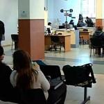 """Comisión aprueba a """"tapas cerradas"""" estatuto del funcionario público: trabajarán 8 horas"""