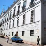 Gobierno analiza base jurídica para no devolver excedentes de aportes al FONASA