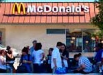 McDonald's enfrenta huelga de empleados en EEUU: ganan bajo el nivel de pobreza