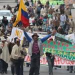 Bloqueos y disturbios persisten tras sexto día de protesta campesina en Colombia