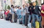 Fiebre mundial por nuevos iPhones de Apple a pesar de debate sobre precios