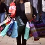 """""""Wardrobing"""": nueva moda de usar ropa comprada y devolverla después, arrasa comercios en Europa y EEUU"""