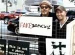 Banksy en Nueva York: réplica de su puesto callejero vende todas las obras falsas