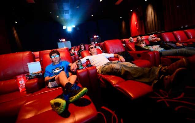 El cine se reinventa en eeuu con butacas c modas como una - Butacas cine en casa ...