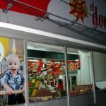 Trabajadores ocupan 16 supermercados por aumento salarial