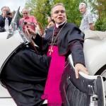 """Papa Francisco juzgará al faraónico y arrogante obispo alemán, el """"servidor más caro de Dios"""""""