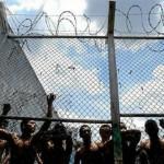 Dos reclusos muertos, 8 heridos y un policía con lesiones tras motín en COMCAR