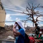 El mundo acude en ayuda de Filipinas, pero los supervivientes están desesperados
