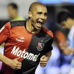David Trezeguet salvó a Newell's con doblete frente a Colón en el Inicial de Argentina