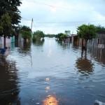 Hay 775 personas evacuadas por intensas tormentas en tres departamentos