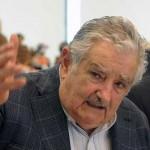 Mujica apela a legisladores y a quienes tienen cargos de confianza a financiar el Frente Amplio