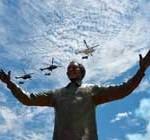 Develan estatua gigante de Mandela frente a la sede del Palacio de Gobierno sudafricano